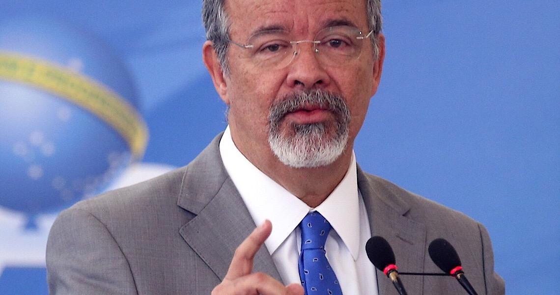 'Armar a população é desqualificar as Forças Armadas', diz Jungmann
