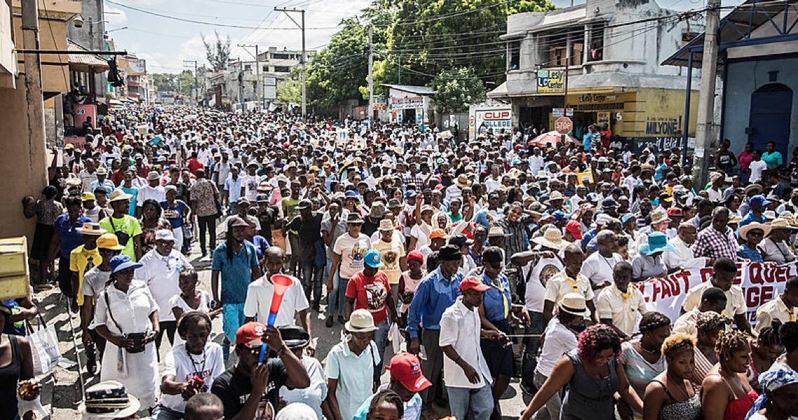 Em meio à pandemia, haitianos pedem a saída de governo acusado de corrupção