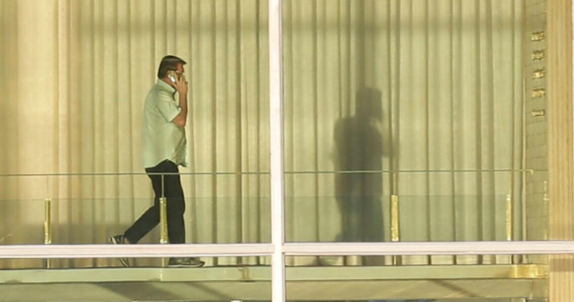 Governo impõe sigilo sobre visitas de Wassef e lobistas a Bolsonaro