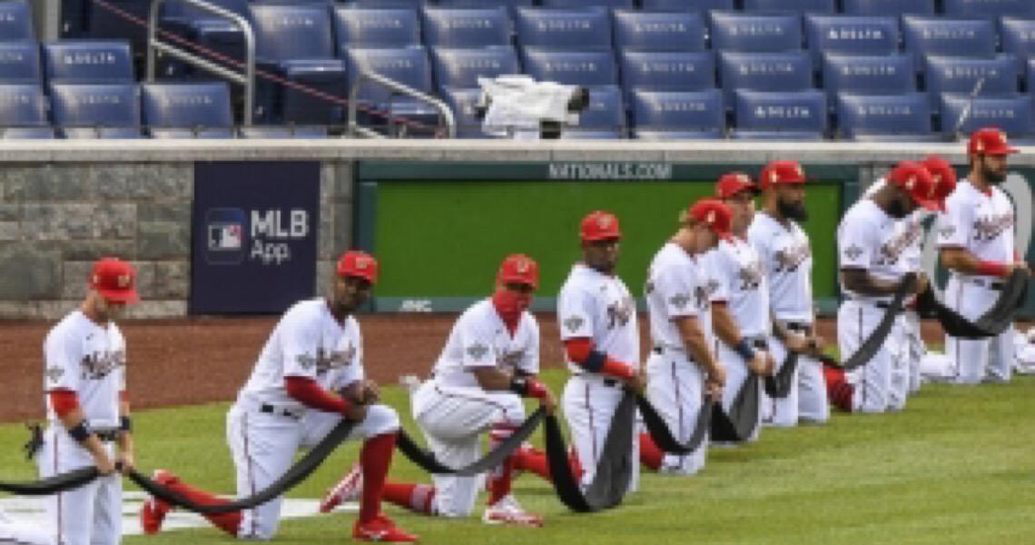 Jogadores se unem em protesto contra o racismo na abertura da liga de beisebol americana