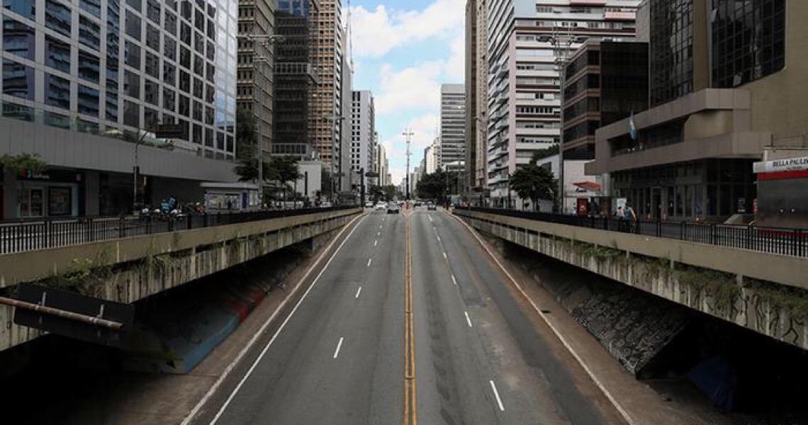 Quarentena reduziu pela metade transmissão da covid-19 no Brasil, diz estudo