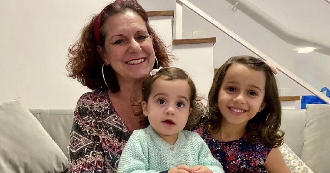 Longe das netas, avó cria podcast com histórias personalizadas para amenizar a distância