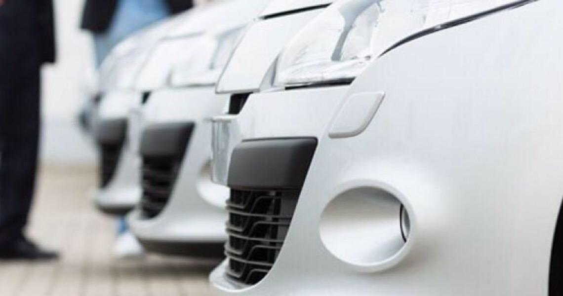 Concessionária deve indenizar cliente por não realizar transferência de veículo