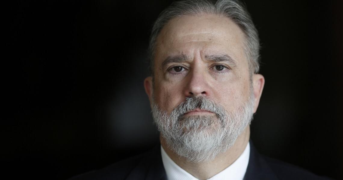Isolado, Aras contra-ataca e acusa procuradores de plantarem fake news contra ele e sua família de forma 'covarde'