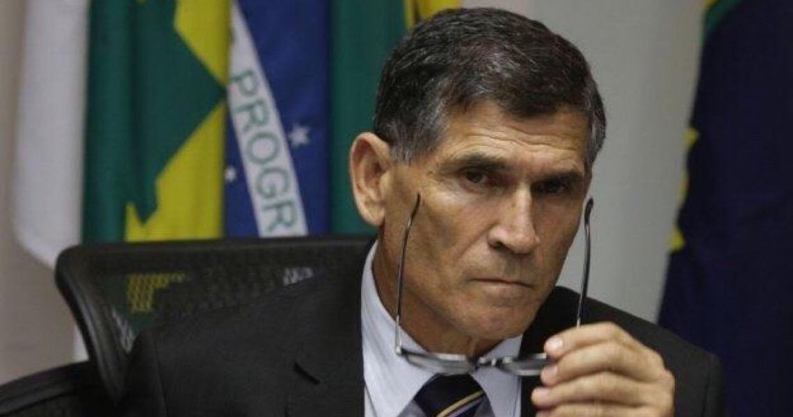 """General Santos Cruz condena uso político das Forças Armadas para fazer """"pressão de um poder contra o outro"""""""