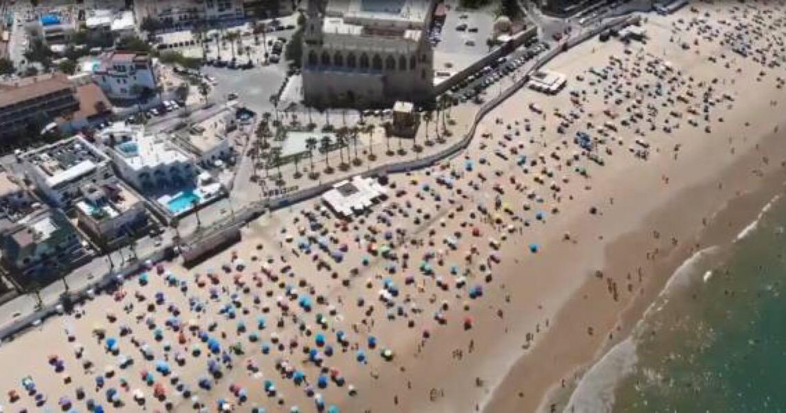 Nas redes sociais, polícia na Espanha comemora respeito do distanciamento na praia