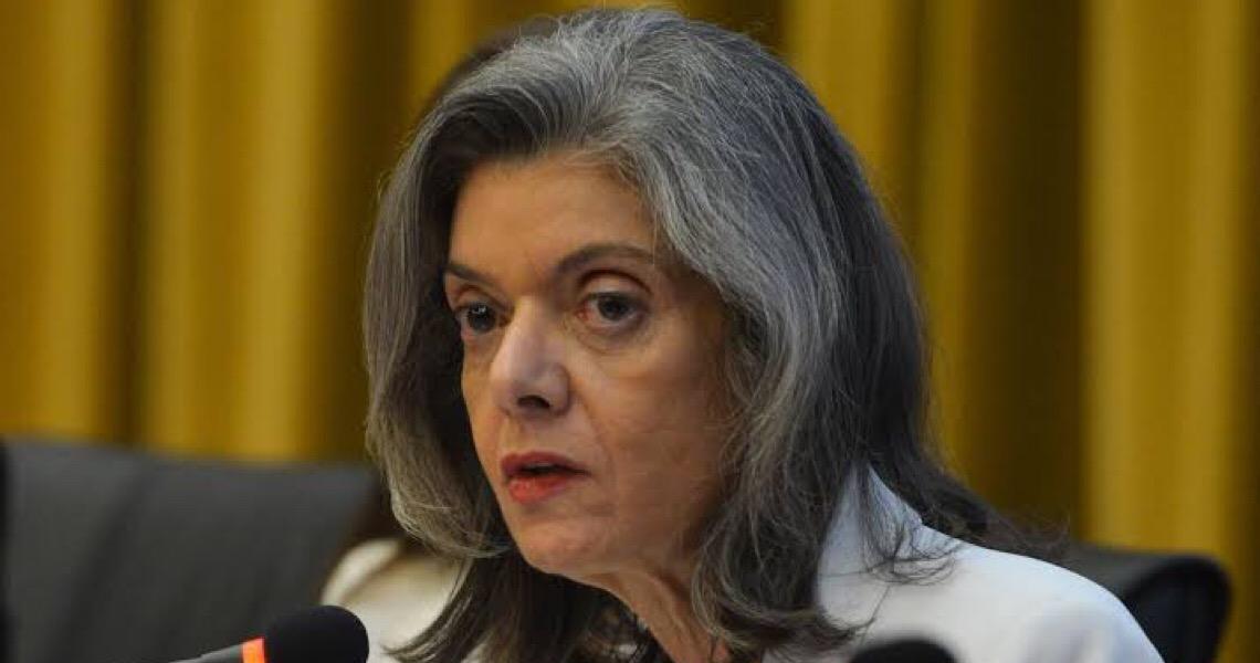 Cármen dá 48 horas para Ministério da Justiça explicar dossiê