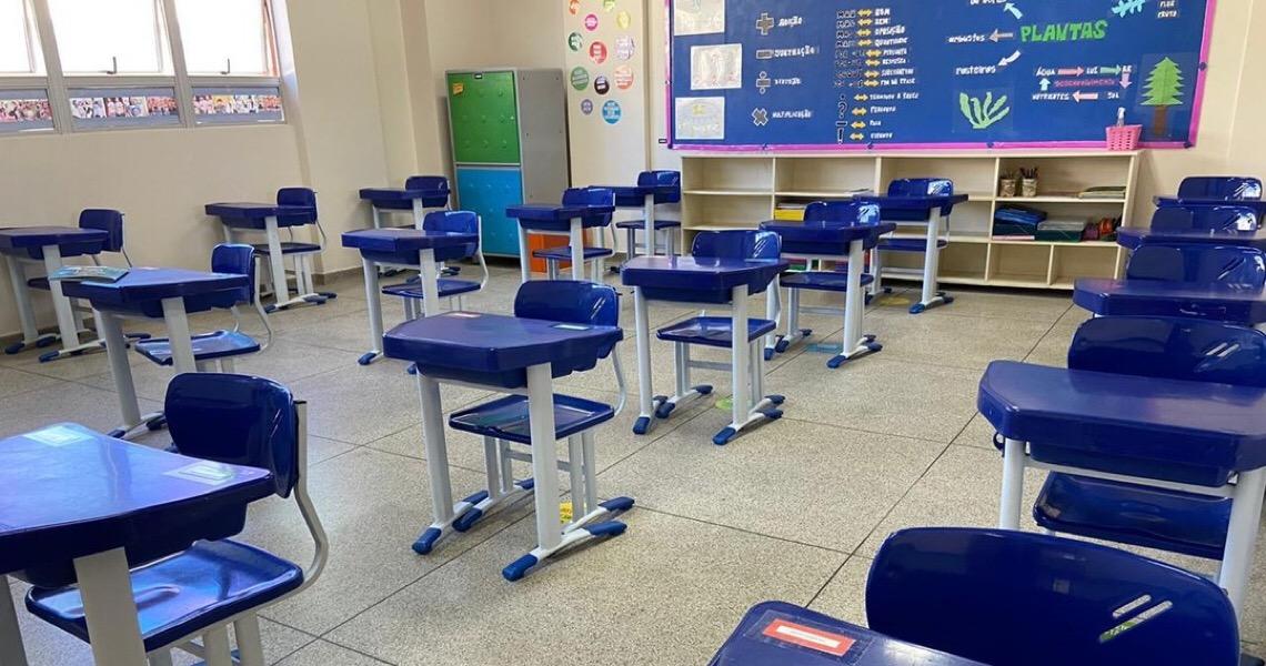 Ministro Aloysio Correa pede esclarecimento a juíza que liberou aulas presenciais no DF