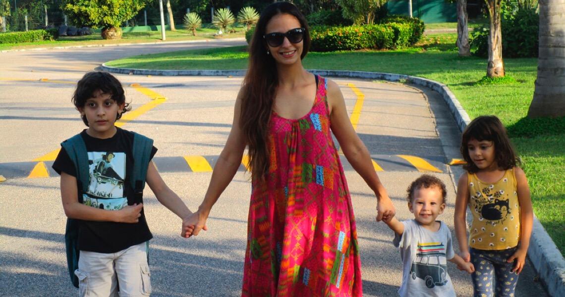 Sem advogado, mãe garante na Justiça direito de plantar maconha aos filhos autistas
