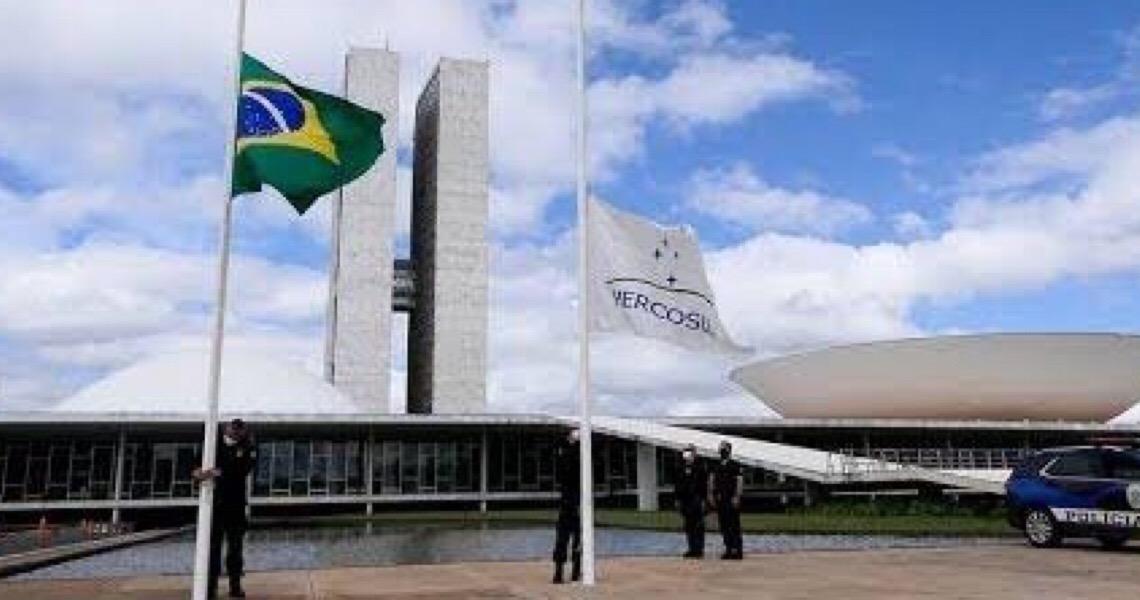 Congresso e STF decretam luto em homenagem aos 100 mil brasileiros mortos de Covid-19