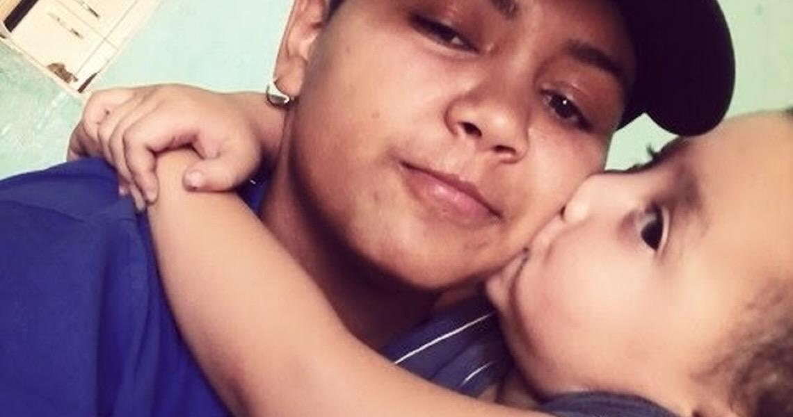 Homem trans que deu à luz filho comemora dia dos pais no Distrito Federal