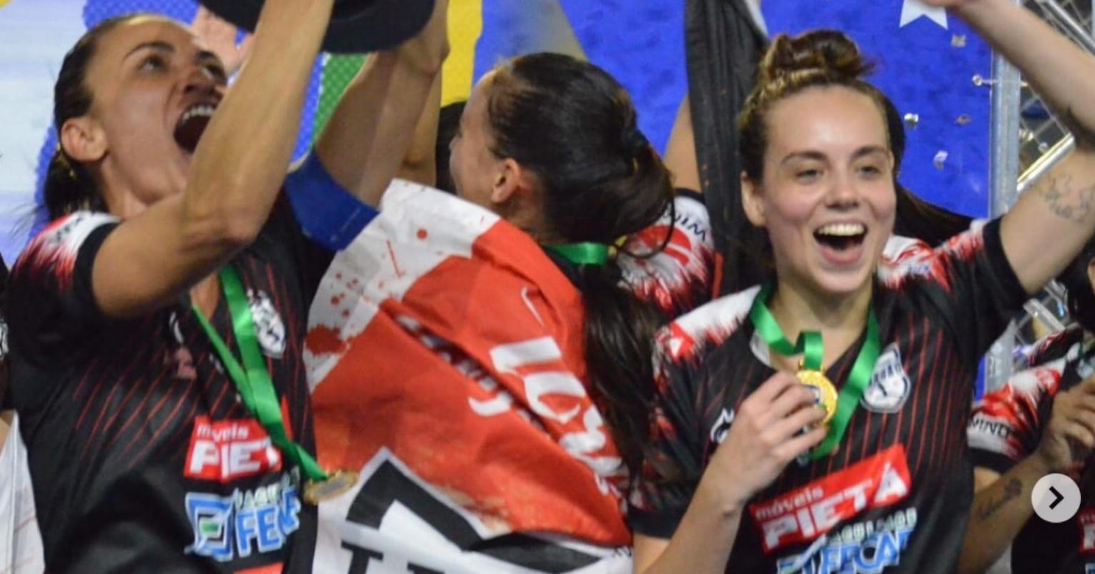 Melhor time de futsal feminino do mundo em 2019 se adéqua à pandemia