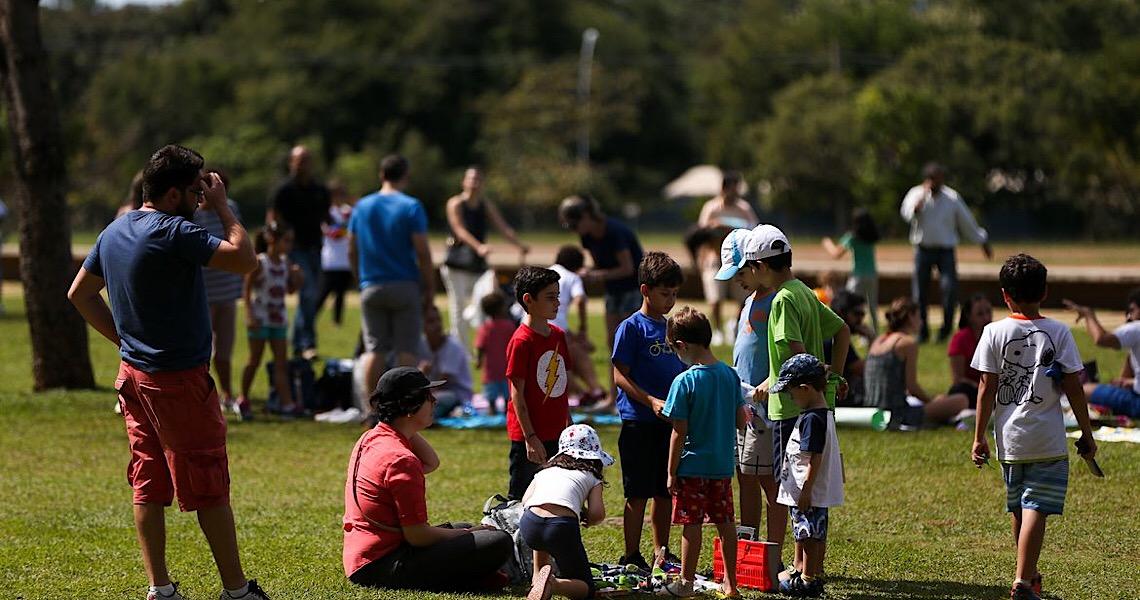 Campanha promove paternidade no Brasil e no exterior. Objetivo é envolver mais os pais na criação