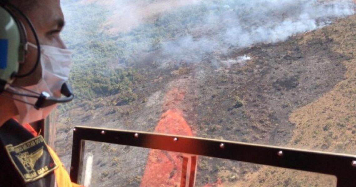 Fogo volta a atingir área de Santa Maria: Tempo seco dificulta combate