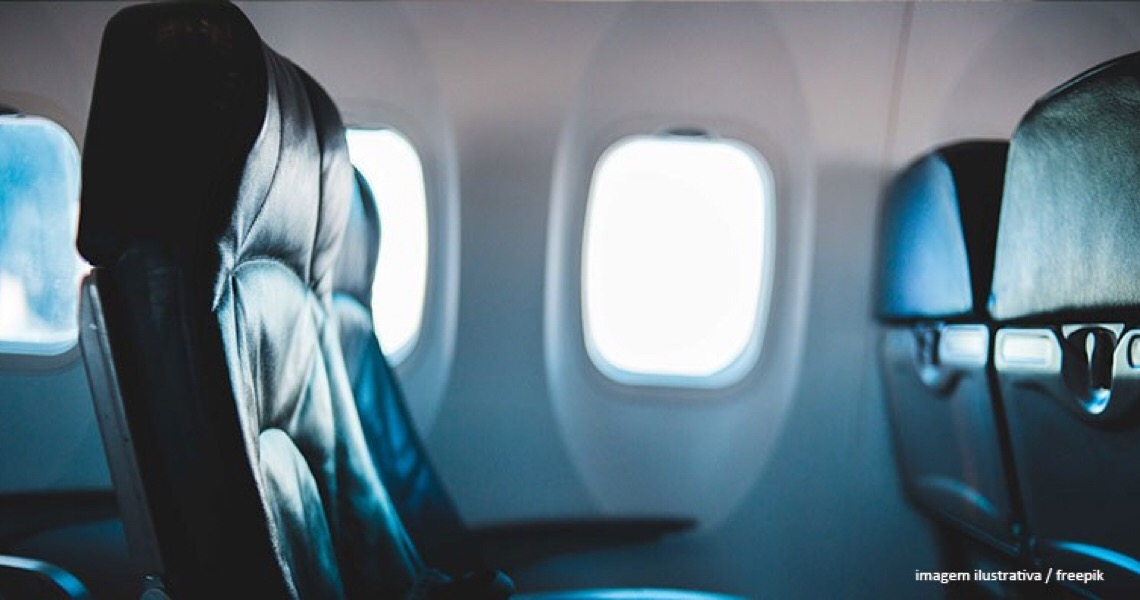 Empresa aérea deve indenizar gestante e companheiro por tratamento vexatório