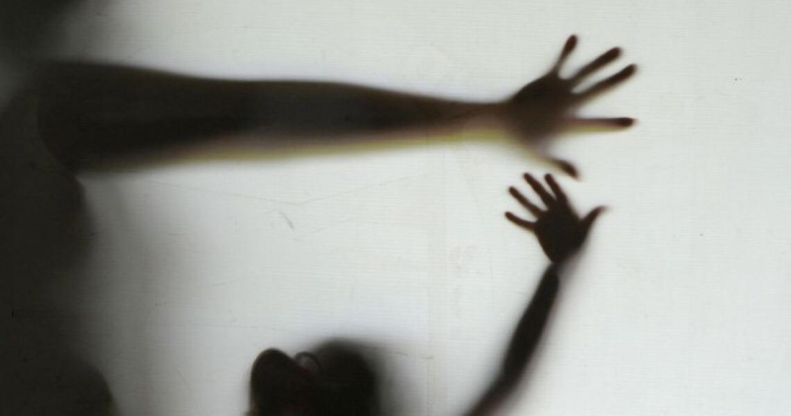 Criança de 10 anos estuprada pelo tio aguarda autorização judicial para abortar