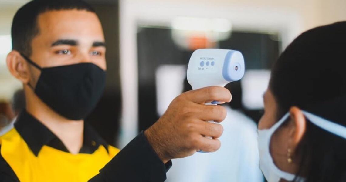 É falso que termômetros infravermelhos causem danos à glândula pineal