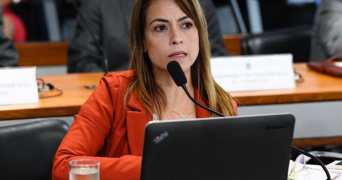 """Senadora pede demissão de Guedes: """"Está na hora de este senhor ranzinza e irresponsável ir para casa"""""""