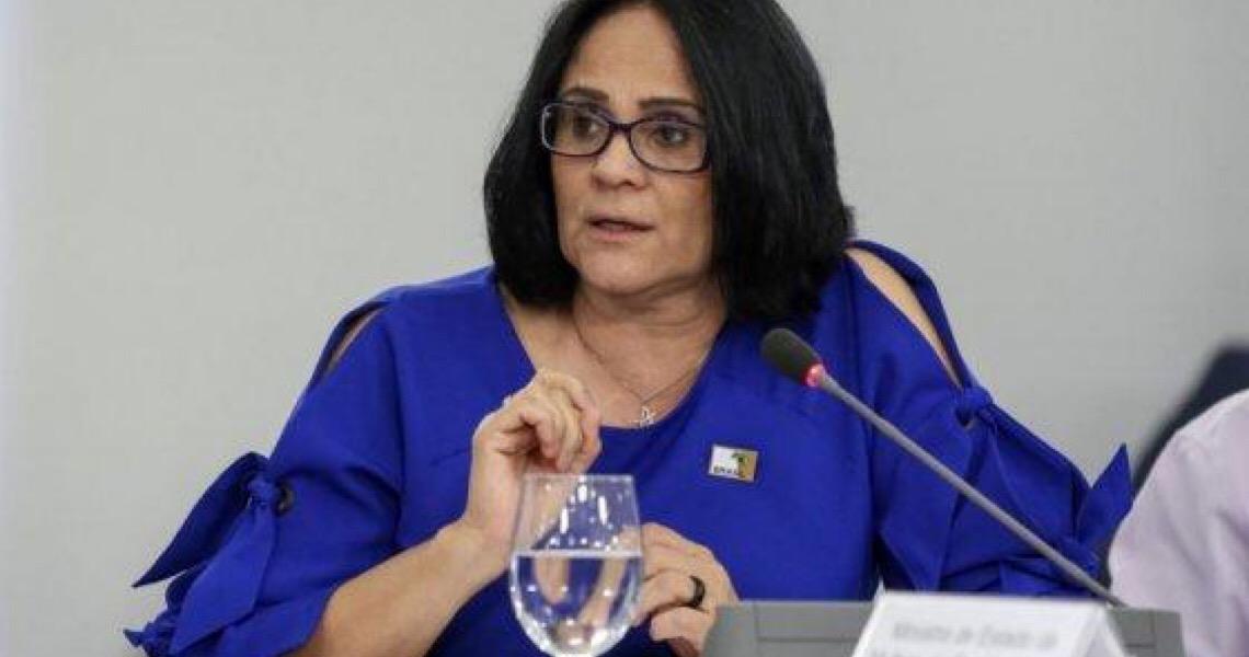 Ao lado de Bolsonaro, Damares diz que Flordelis 'enganou todo mundo'