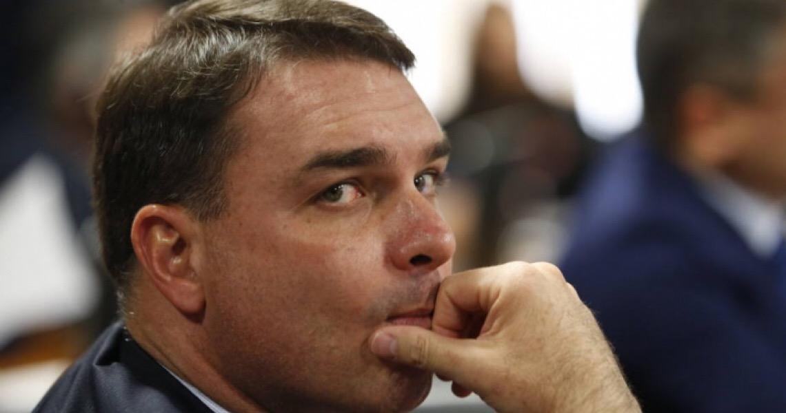 Juíza diz que 'exposição indevida de documento sigiloso' pode prejudicar 'imagem' de Flávio Bolsonaro