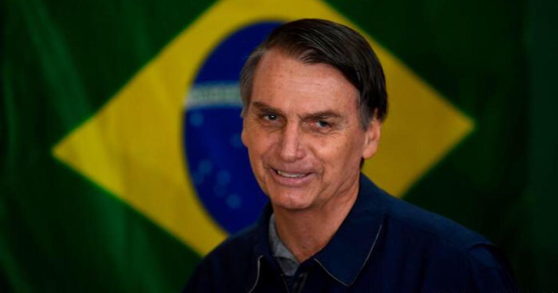Bolsonaro veta perdão a dívidas de igrejas, mas sugere derrubada