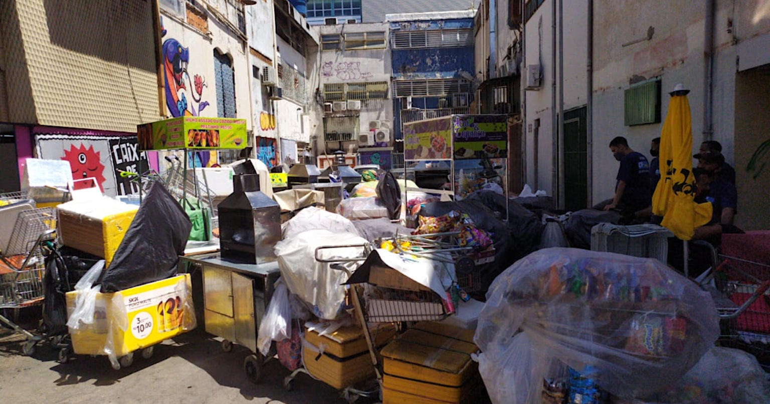 Operação com o apoio da Polícia Militar contra comércio ambulante no Setor Comercial Sul