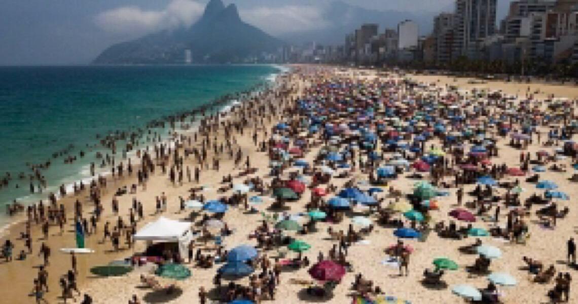 Opas alerta para aumento dos casos de covid-19 nas Américas com a retomada do turismo