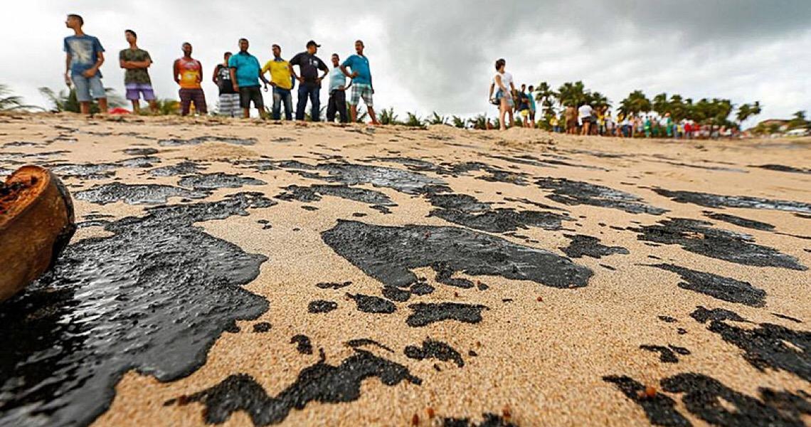 Litoral nordestino ainda sofre com vestígios de óleo nas praias e manguezais