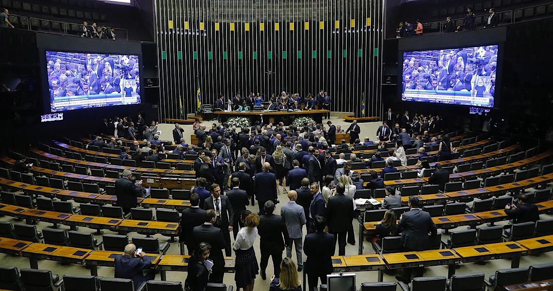Câmara aprova MP que aumenta salários de policiais e bombeiros do DF