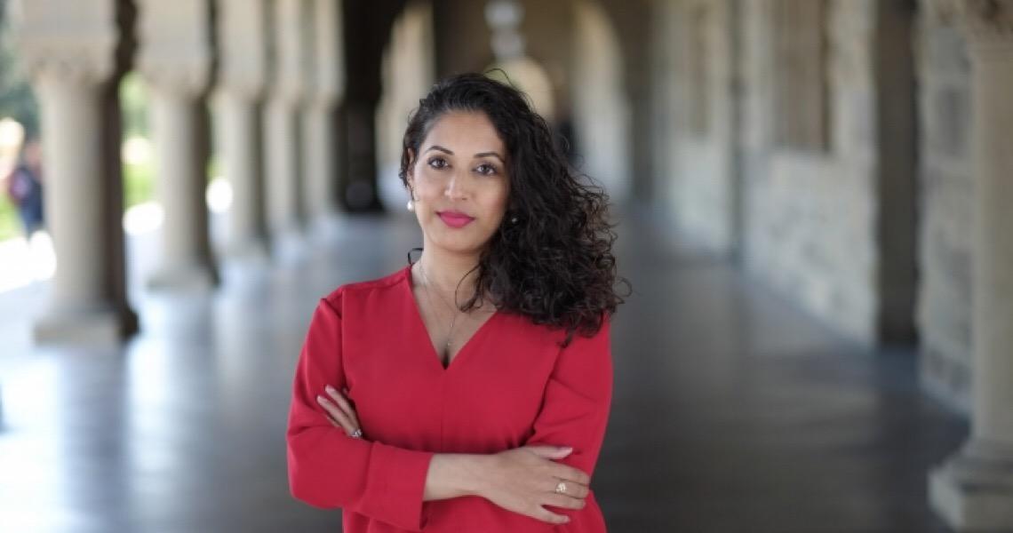 Conheça a médica jornalista que combate desinformação sobre covid-19 nos EUA