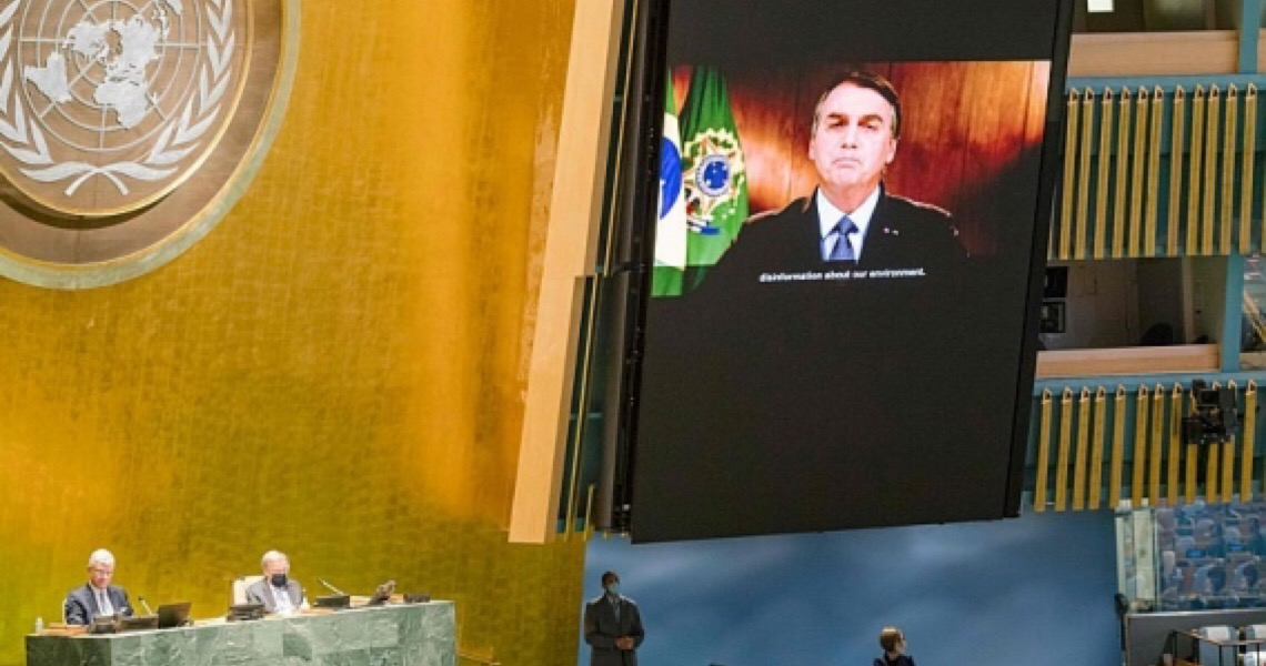 Bolsonaro usa dados falsos sobre pandemia e queimadas e exagera no valor de auxílio