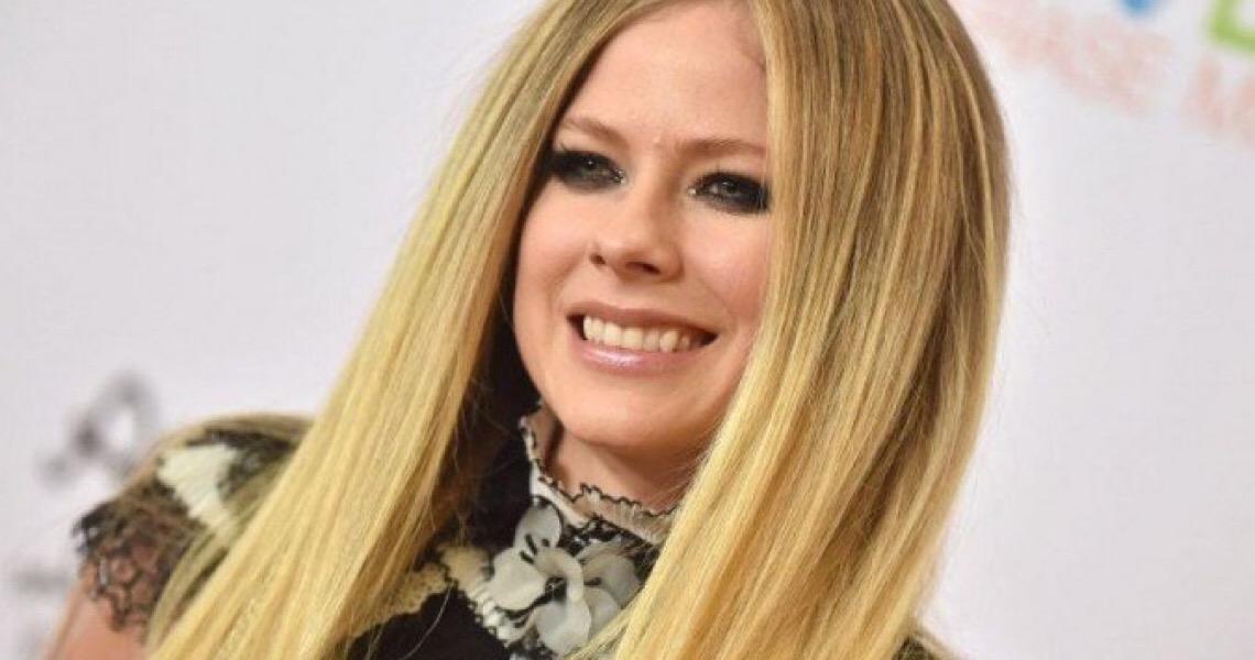 Avril Lavigne anuncia live beneficente para combater doença de Lyme