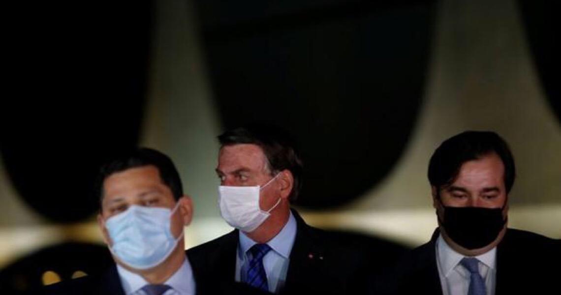 Bolsonaro ironiza autoridades do Judiciário e Legislativo que 'dormem' de máscara e pegaram o coronavírus