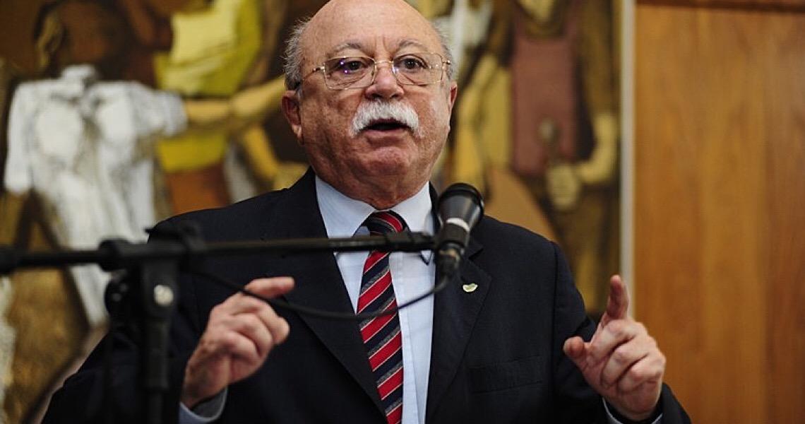 """""""País renunciou a sua dignidade"""", diz Roberto Amaral sobre desmonte da ciência"""