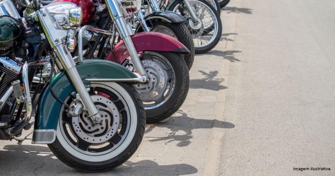 Liminar suspende lei que determinava valor de estacionamento mais barato para motos