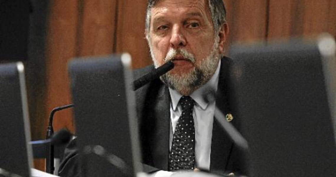 Ponto a ponto Flávio Arns - Senador, relator da PEC do Fundeb no Senado. Superricos é que deveriam financiar