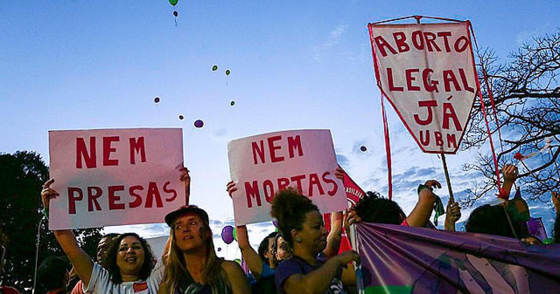 Entidades discutem o direito ao aborto e a luta contra o controle do corpo feminino