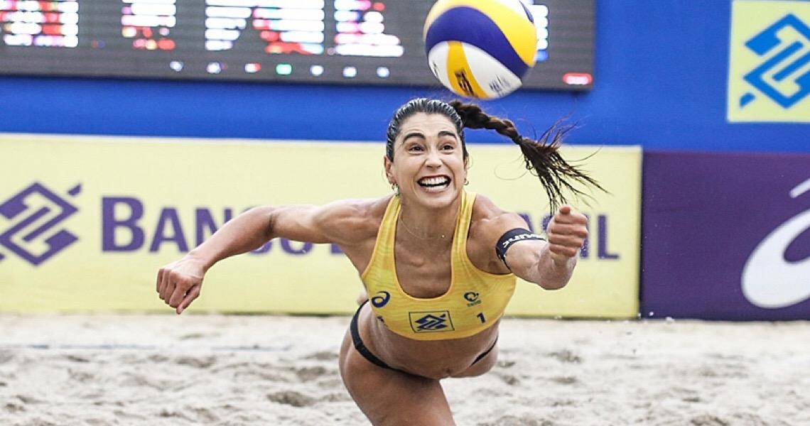Justiça adia julgamento da jogadora de vôlei Carol Solberg por