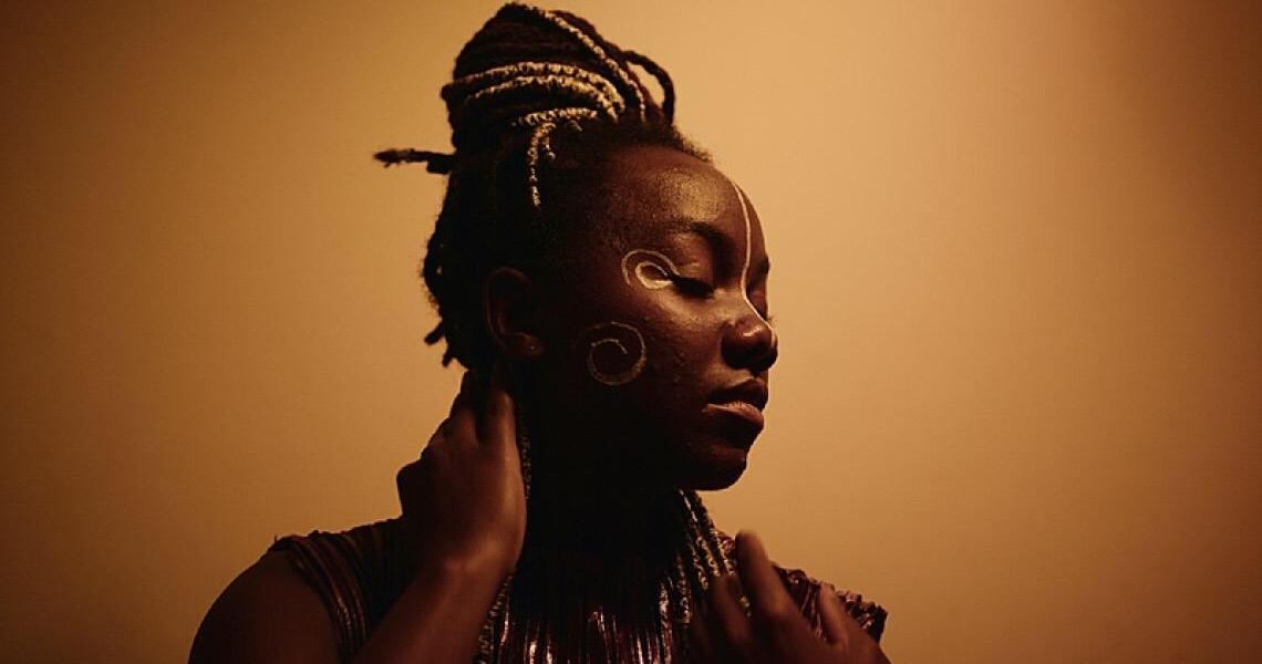 Entre acordes, melodias e astrofísica: conheça o trabalho da artista Marissol Mwaba
