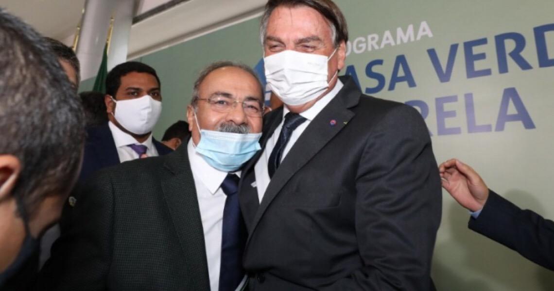 Palácio do Planalto tenta se descolar de senador