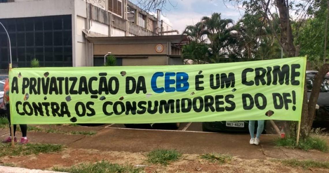 Cresce a pressão para o governador Ibaneis Rocha ampliar o debate sobre a privatização da CEB
