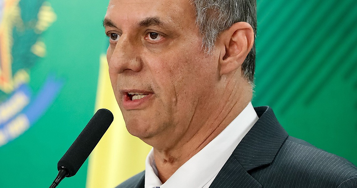 Sem citar nomes, ex-porta-voz critica Bolsonaro em artigo: O poder 'inebria, corrompe e destrói'