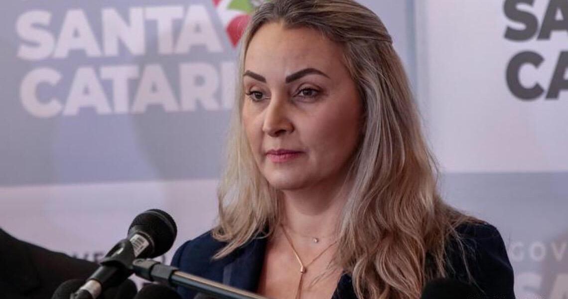 Governadora de Santa Catarina evita condenar o nazismo