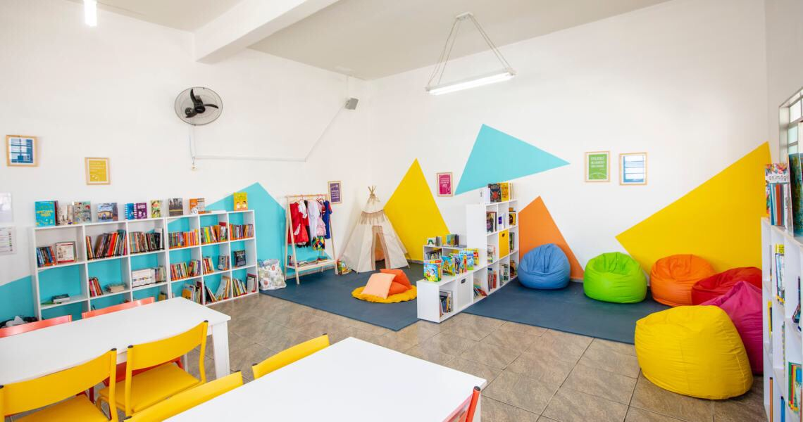 Biblioteca comunitária leva leitura para 250 crianças em Fernando de Noronha