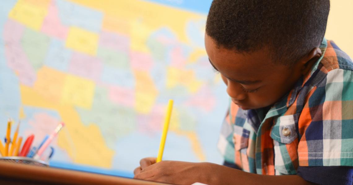 Estudantes do fundamental têm dificuldade para escrever e fazer cálculos, aponta SAEB