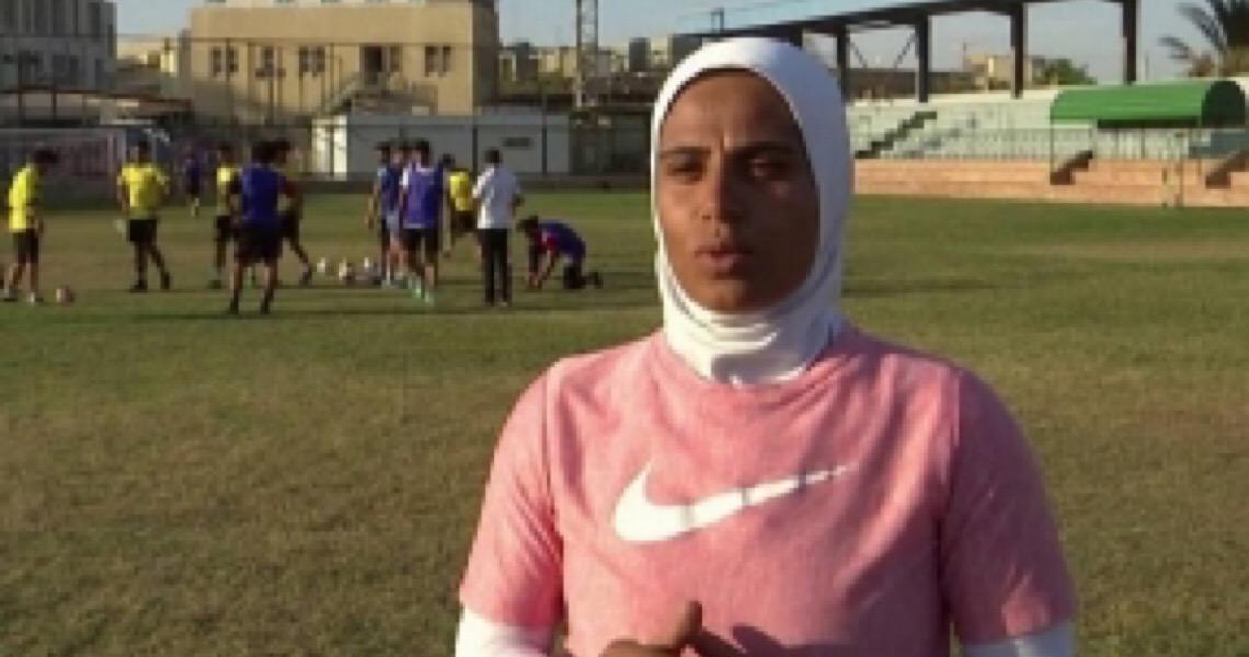 Conheça a primeira mulher a treinar um time masculino de futebol no Egito