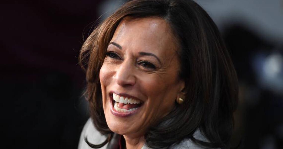 Kamala Harris quebra paradigmas e se torna a primeira mulher a ocupar a Vice-Presidência dos EUA