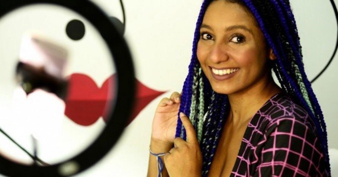 Influenciadora da autoestima: Mulher negra luta por representatividade