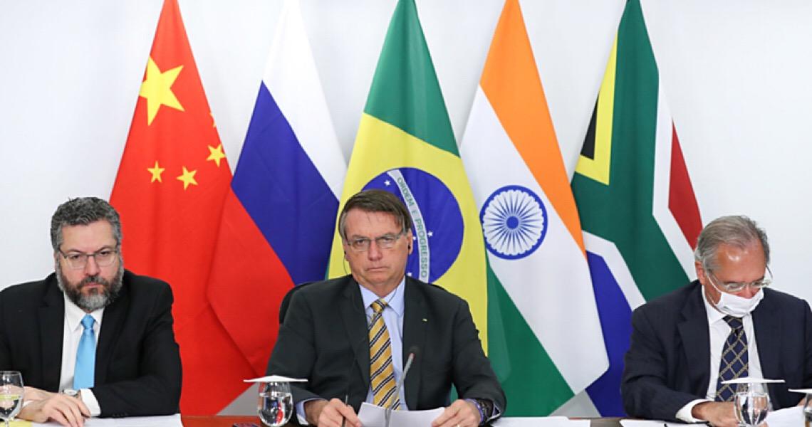 Com Brics, Bolsonaro fala em