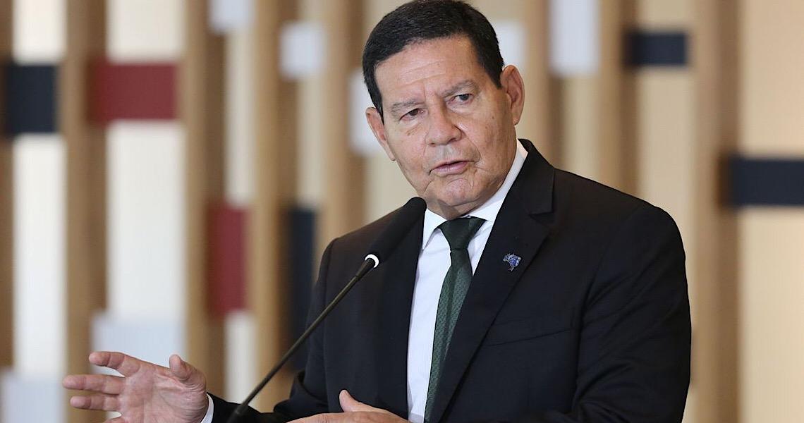 Quem compra madeira ilegal da Amazônia são empresas e não países, diz Hamilton Mourão